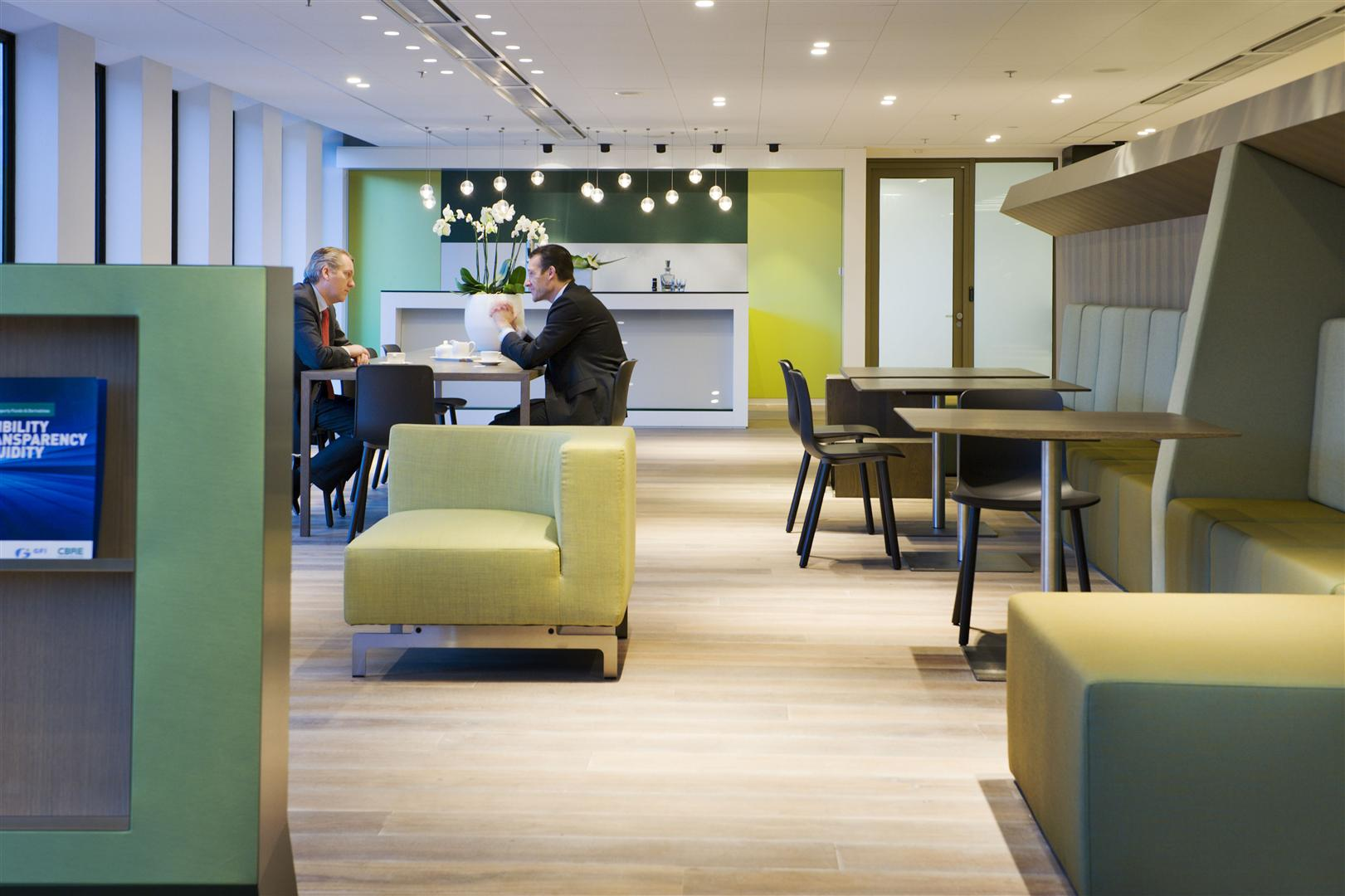 CBRE - Case Study - CBRE HQ The Netherlands - Symphony Offices, Zuidas, Amsterdam - Interior 02